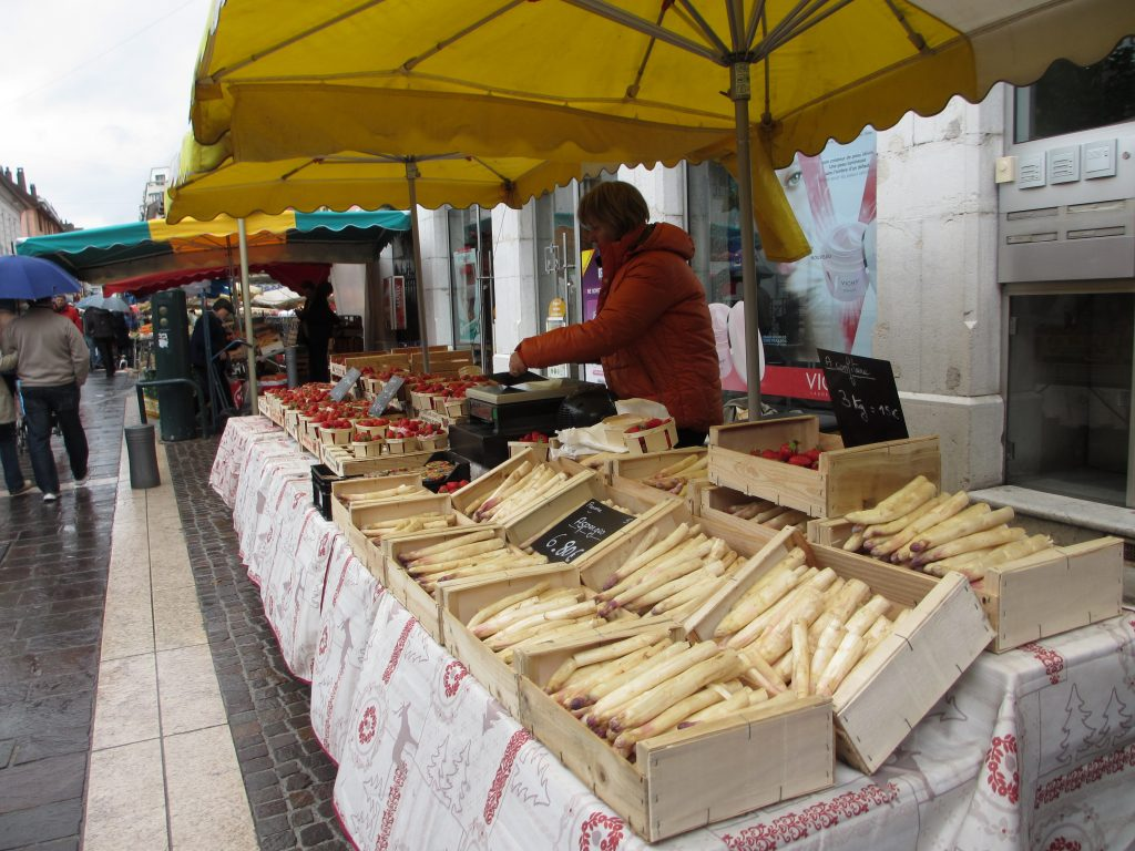 White asparagus French market