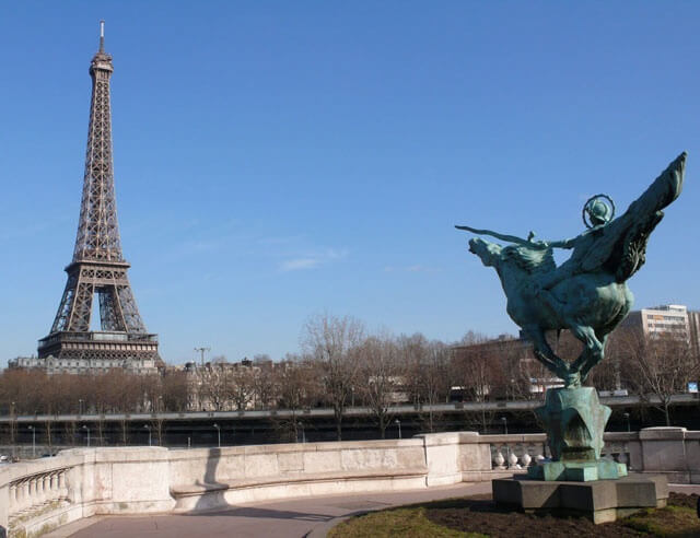 Beyond the Eiffel Tower:  an insider guide to Paris