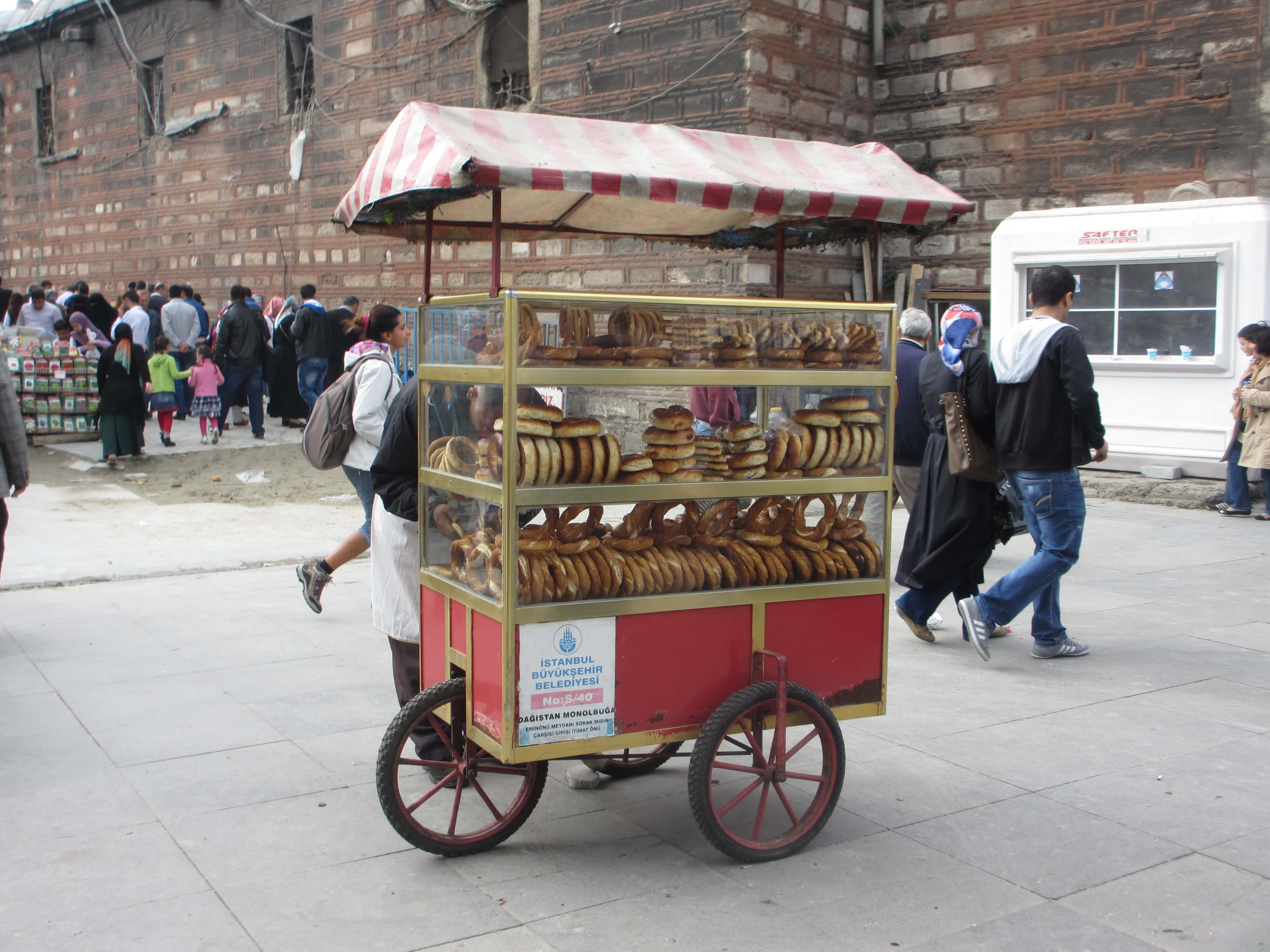 travel, travel tips, travel planning, a street stall outside the Spice Market selling simit