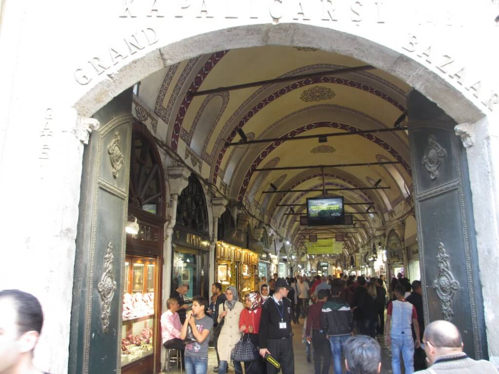 travel, travel tips, travel planning, entrance to the Grand Bazaar