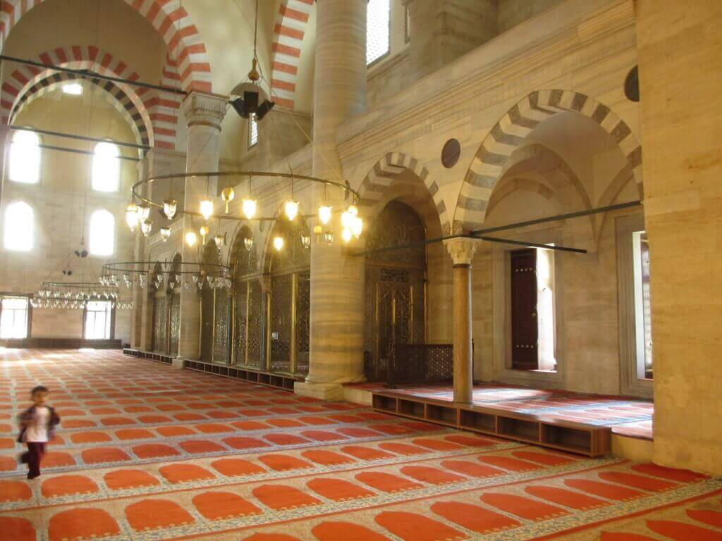 travel, travel tips, travel planning, interior of the Suleyman mosque