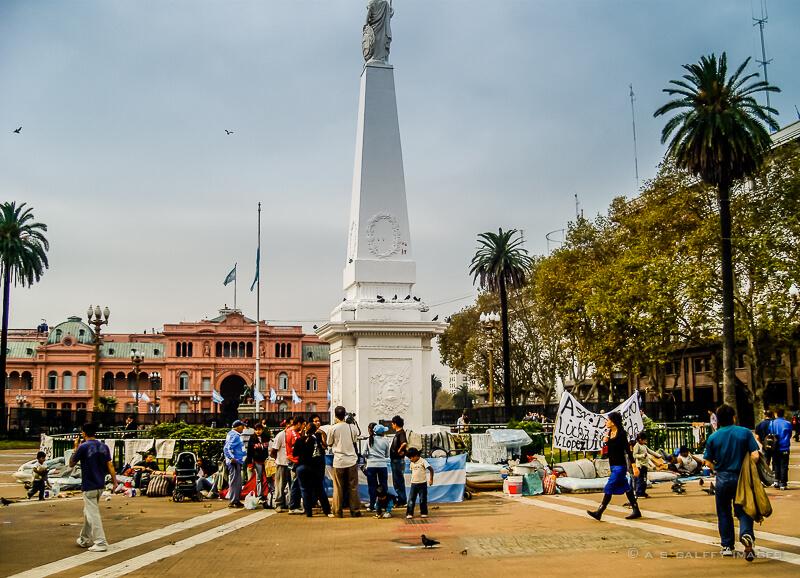 Homeless and demonstrators in Plaza de Mayo