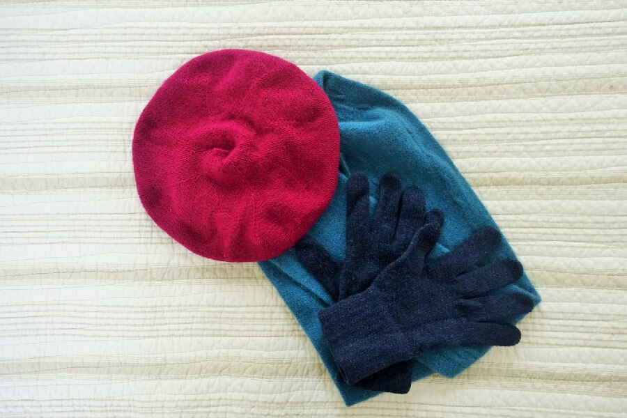 cashmere beret, blue wool scarf and cashmere gloves