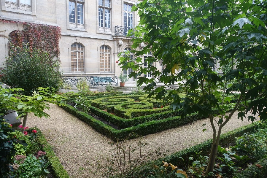 Three free museums in Paris you need to visit - gardens at the Musee Carnavalet