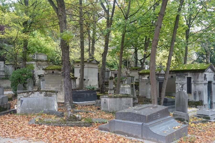Best free things to do in Paris - details of Pere Lachaise Cemetery
