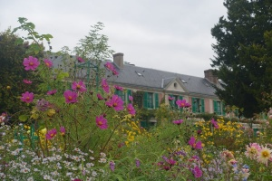 Is it worth visiting Giverny in fall? Cosmos daisies and Monet's house at Giverny