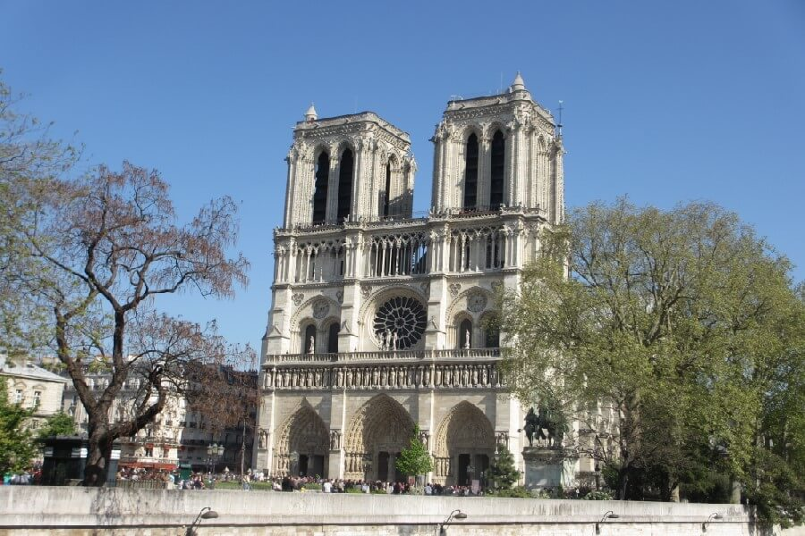 Notre Dame Cathedral in Paris is a popular haunt for tourists and tourist scams