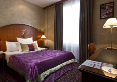 This is a single room at the Hotel Muguet. Photo credit: hotelparismuguet.com