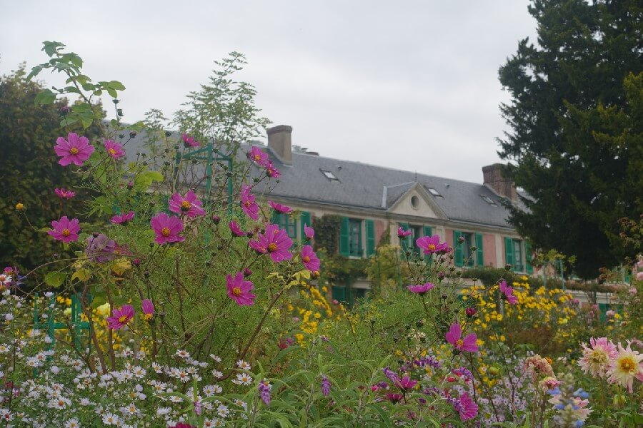 Making a day trip to Giverny from Paris
