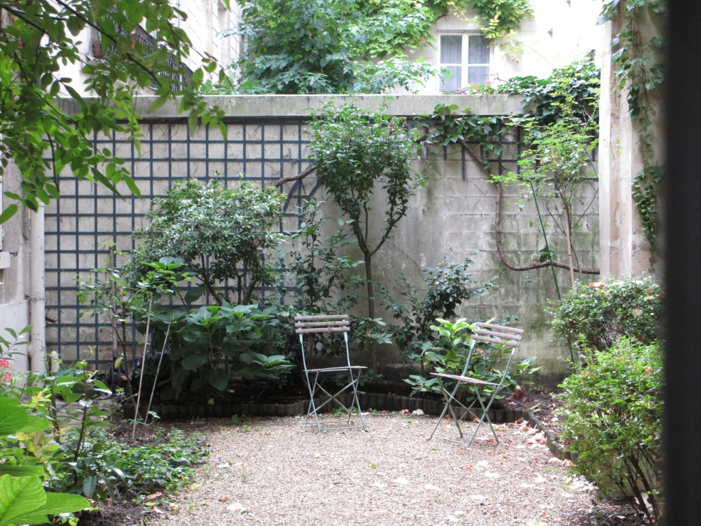 10 things to avoid on your first trip to Paris garden in the Marais in Paris