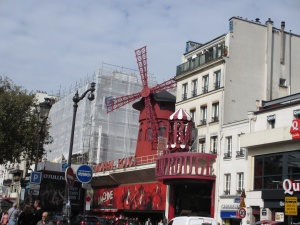 Exterior of the Moulin Rouge 10 things to avoid on your first trip to Paris