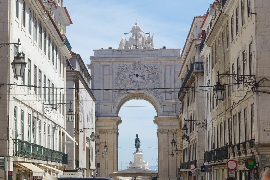 Best things to do in Lisbon in 48 hours archway in the rua Augusta Lisbon Portugal