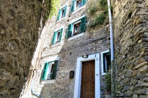 the Liguria holiday homes townhouse Pigna, italy