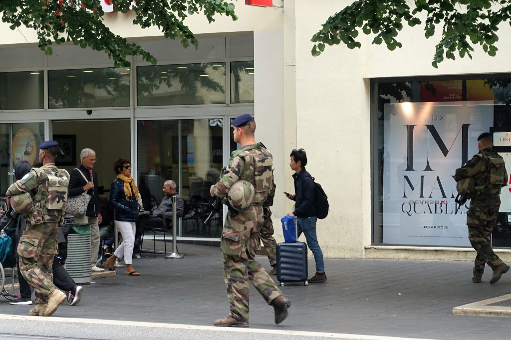Armed soldiers in the main street of Nice Has Paris changed? Should you plan a visit to Paris?