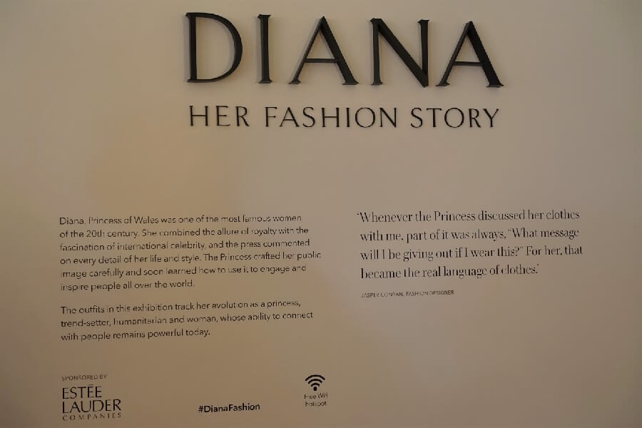 Entrance to the Princess Diana fashion exhibition Kensington Palace