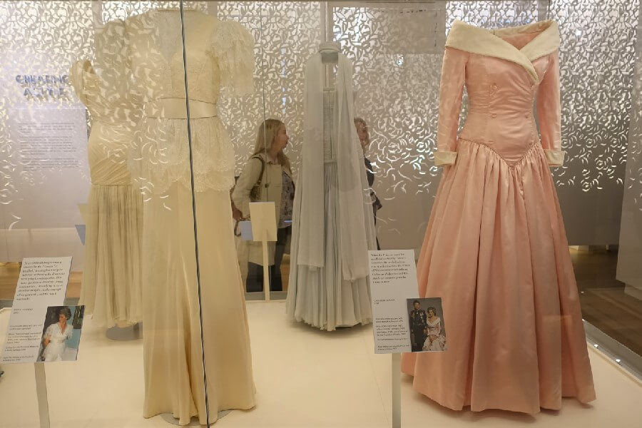 pink satin dress worn by Princess Diana
