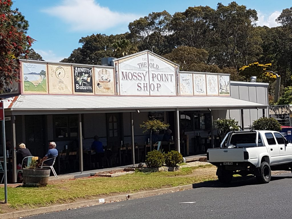 facade of the Mossy Point Cafe near Batemans Bay