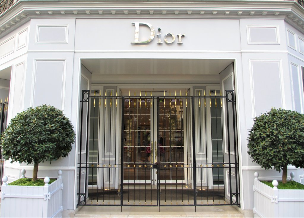 Entrance to Christian Dior Avenue Montaigne Paris