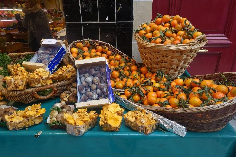 Citrus fruits in a Paris market