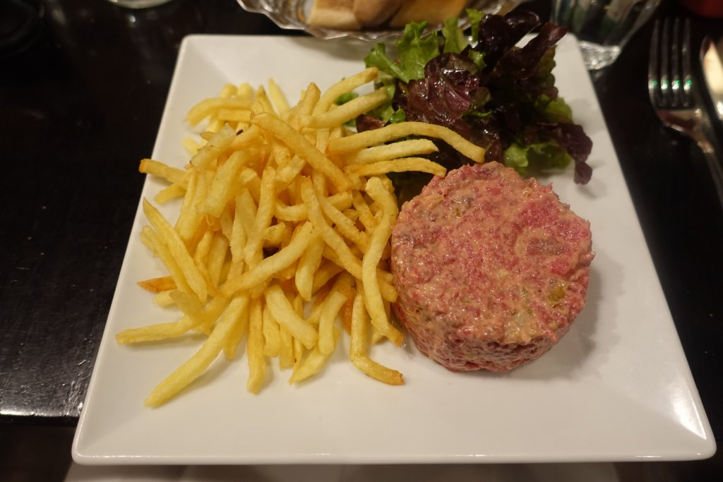 Boeuf tartare and chips in a Paris bistrot