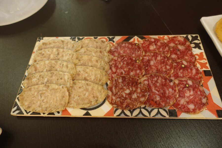 Slices of Spanish sausage on a plate