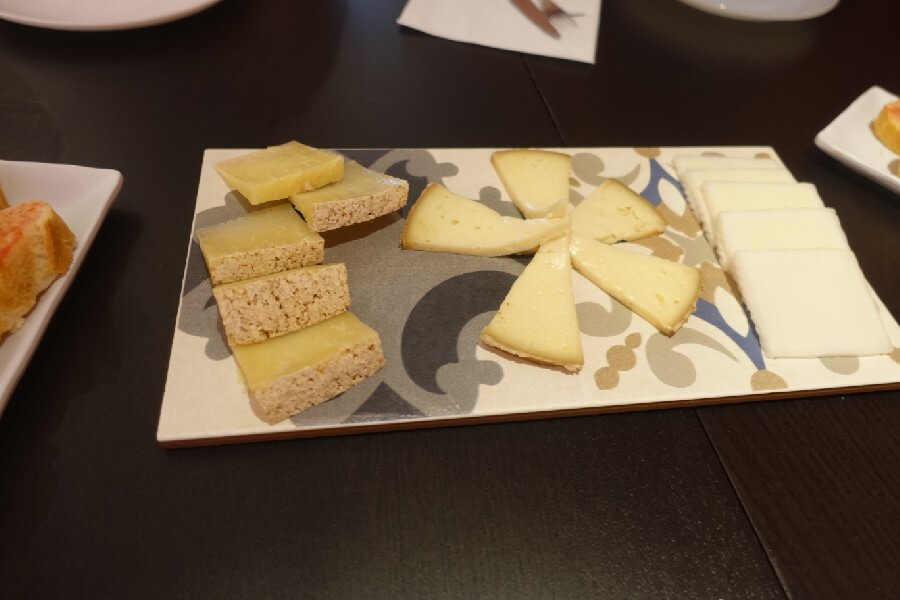 Types of Spanish cheeses on a plate