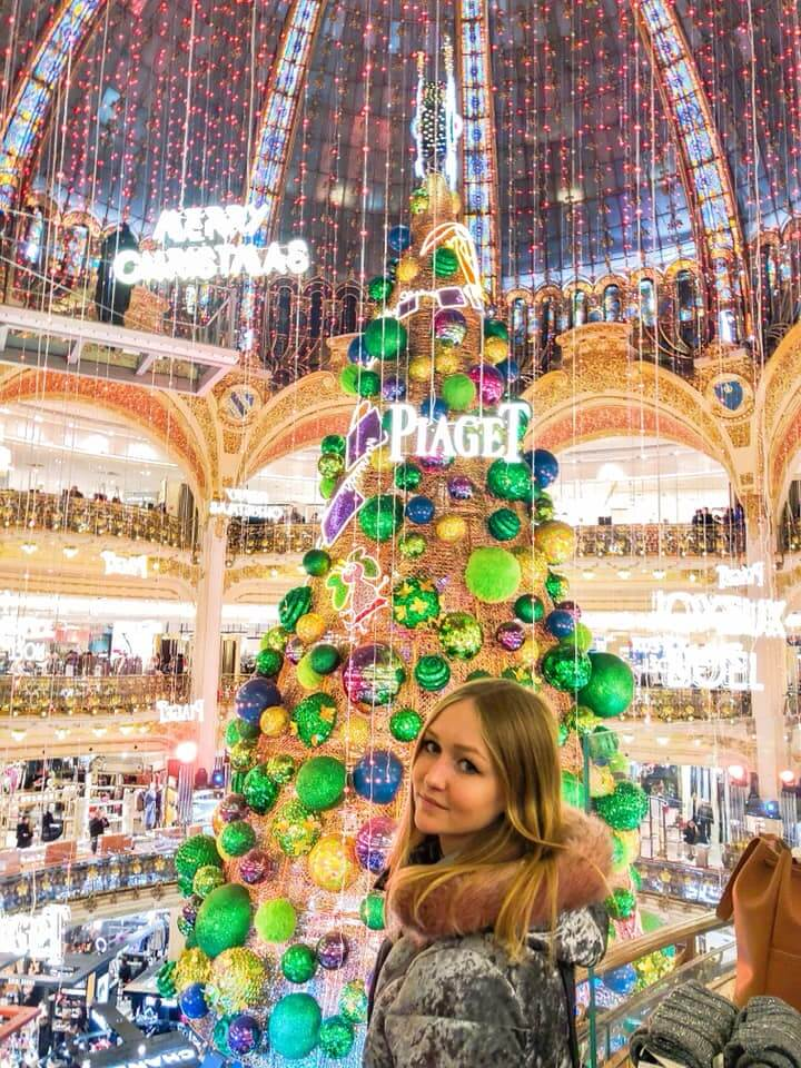 christmas tree in Galeries Lafayettes Paris