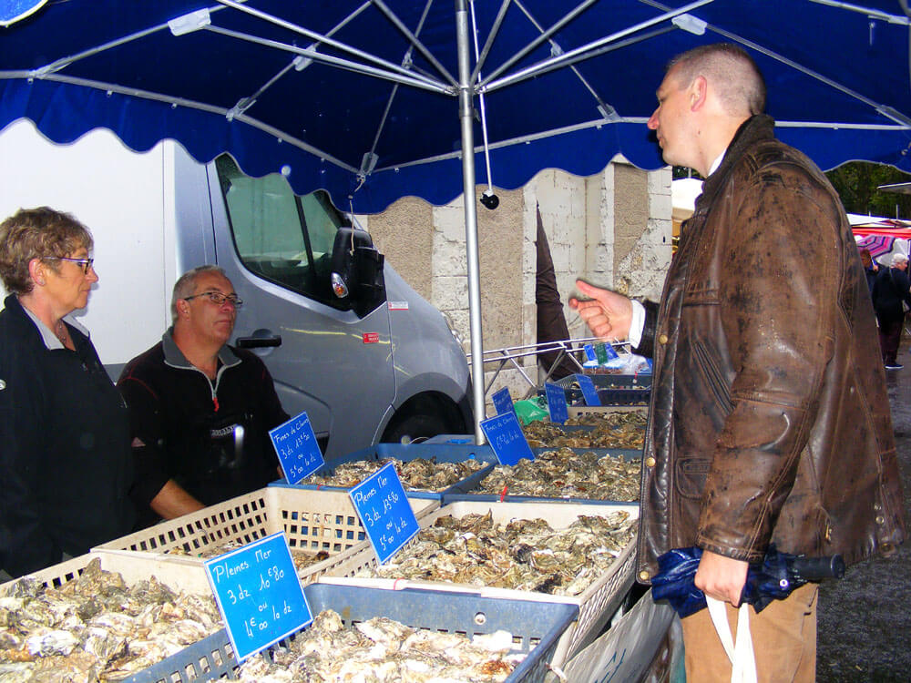 Stall holders selling oysters in Amboise market